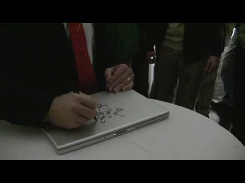 Thumb Steve Ballmer autographs a Macbook