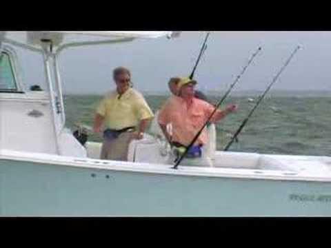 Center Console Offshore Sportfisher The Regulator 32FS is Regulator's ...