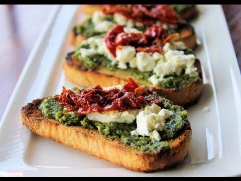 Receta: Crostini de tomate y albahaca