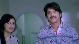 Boss Scenes - G.K Smile By Looking At Anu - Nagarjuna