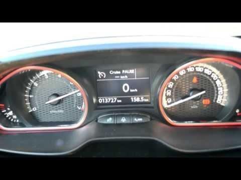 Renault Clio R.S. vs. Peugeot 208 GTi - Drag race. exhaust sound