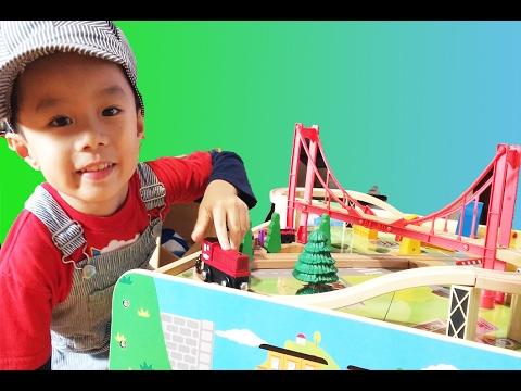 Thomas and Friends   Thomas Train Steamworks Lift with Brio and Imaginarium
