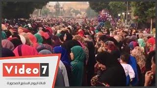 بالفيديو..آلاف المصلين يؤدون صلاة وتكبيرات العيد بساحة جامع عمرو بن العاص