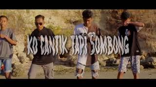Download lagu Ko Cantik Tapi Sombong 🎵Dj Qhelfin🎶 ( Video Music 2019)