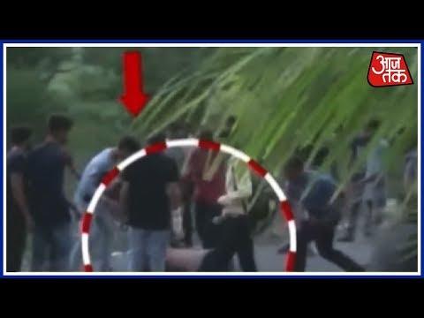 Surat में भीड़ ने दारोगा को घेर कर पीटा