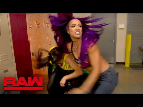 Bayley and Sasha Banks brawl backstage: Raw, March 26, 2018