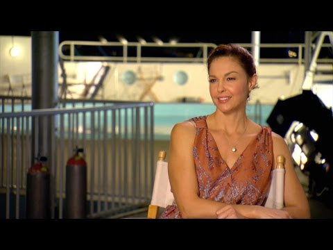'Dolphin Tale 2' Interview