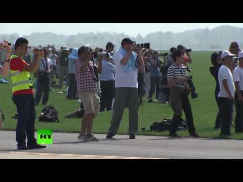 北朝鮮で航空ショー すでに引退した戦闘機が観られるので大人気