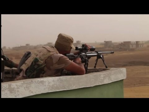 Iraqi general visits the frontline near Mosul