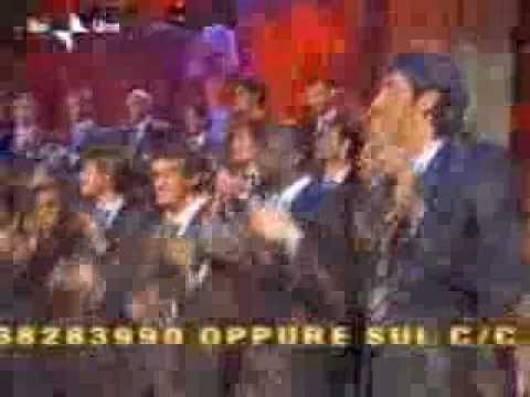 Il mio canto libero, canzone di Lucio Battisti cantata dai giocatori della Juventus su Rai Uno. Ecco il testo: In un mondo che, non ci vuole più, il mio cant...