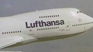 Lufthansa Boeing 747 - Fliying very close to camera