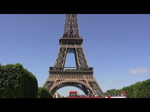Man Jumps to his Death from the Eiffel Tower today. Caught on tape