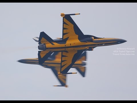 Korea's Black Eagles Aerobatics Flying Display at Singapore Airshow 2014 - HD