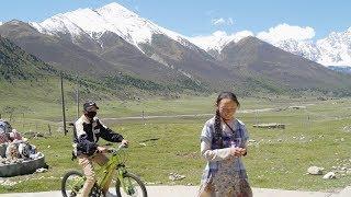 【环华十年】西藏邂逅2名花季少女,小小年纪没有书读,还要干许多重体力活