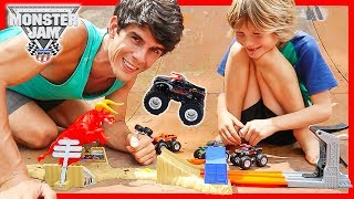 Hot Wheels Monster Jam El Torro Loco Showdown Unboxing + Giveaway!