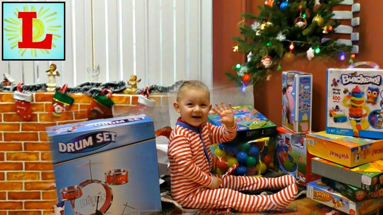 Диана и рома открывают новогодние подарки 99