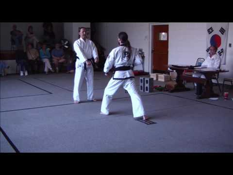Tang Soo Do and Tae Kwon Do Moo Duk Kwan One Step Technique Image 1