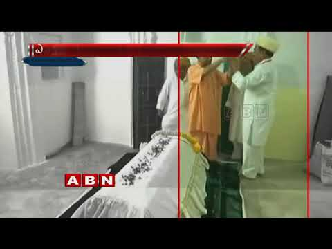 PM Narendra Modi offers chadar at Sant Kabir's mazar | Counter to Mayawati, Akhilesh