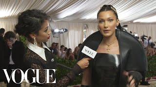 Download Lagu Bella Hadid on Her 10-Pound Sewn-In Veil | Met Gala 2018 With Liza Koshy | Vogue Gratis STAFABAND