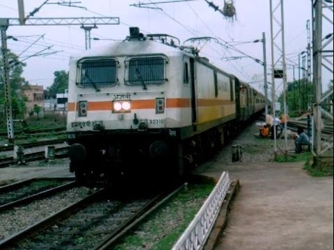 12441 Bsp-ndls Rajdhani Express Entering Raipur With Ajni Wap-7 video