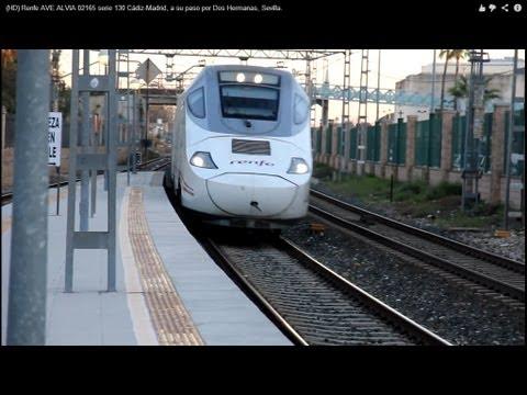 Renfe AVE ALVIA 02165 serie 130, de doble ancho de vía. El paso por la estación lo realiza a una velocidad aproximada de 160 km/h. Los trenes ALVIA de la ser...