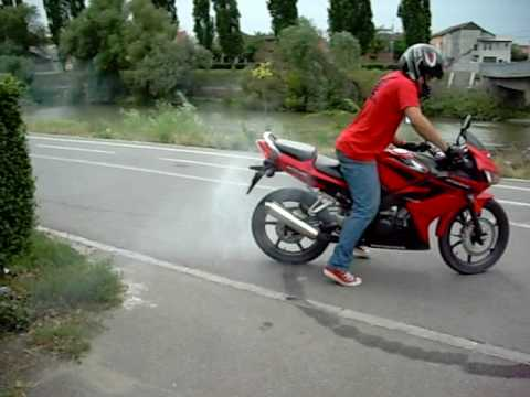 HONDA cbr 125 r 2007 burnout