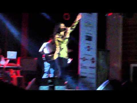 Sunidhichauhan sings Main Toh Avi Avi Lut Gaya in Chennai Concert...