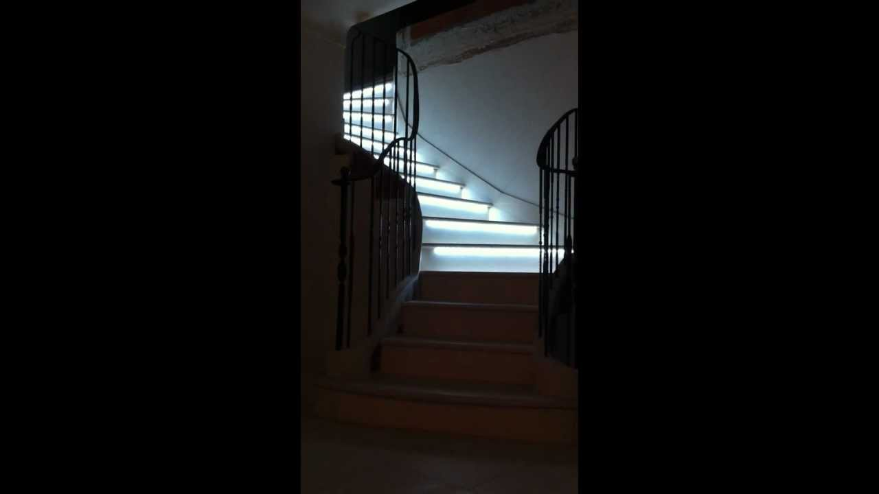 Eclairage led escalier youtube for Led a pile pour deco
