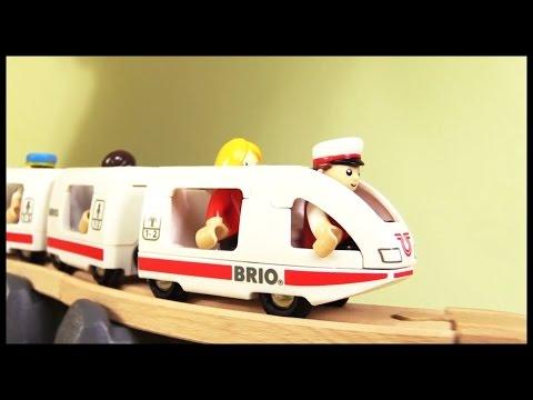 Kids Toy Train Review Demo: BRIO City! High Quality Build & Play Trucks: สาธิตรถไฟของเล่น