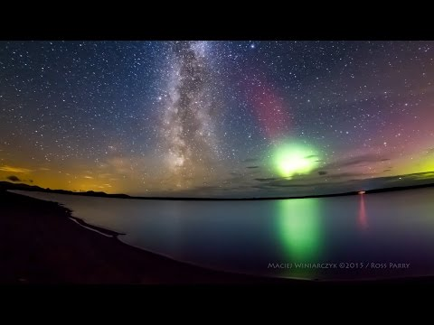 Stunning Milky Way time-lapse photobombed by Aurora Borealis