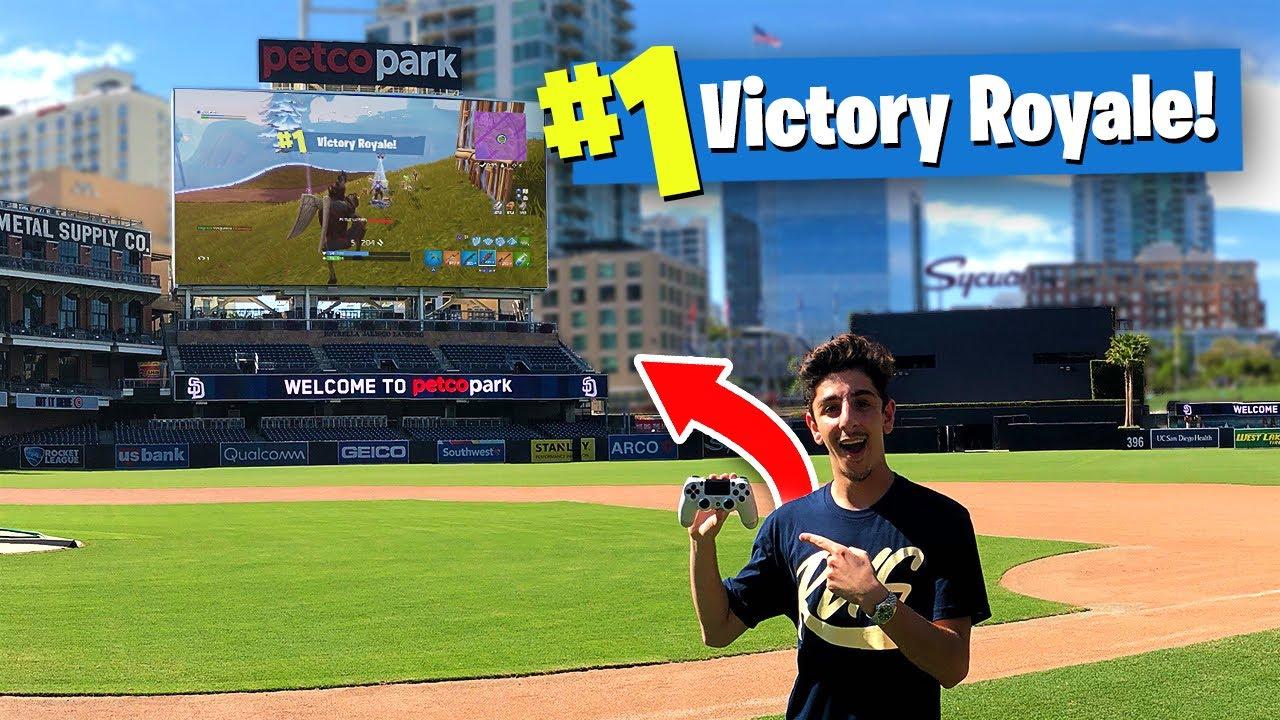 I Won a Game of FORTNITE on a JUMBOTRON!! (WORLD'S BIGGEST STADIUM)