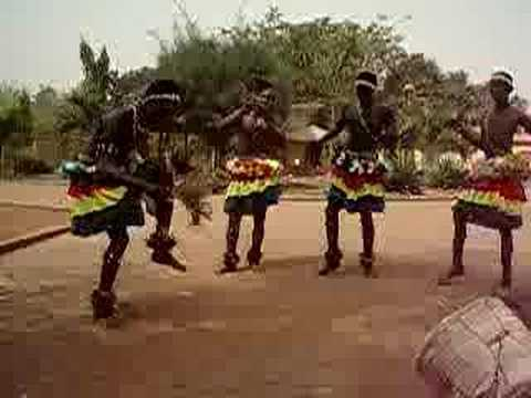 Bamaya solo from Dagbon, Ghana. With Awal Alhassan and Zosimili after school dance program. www.sohoyini.com.