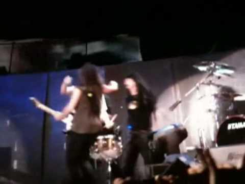 Dave Mustaine hugs Kirk Hammett