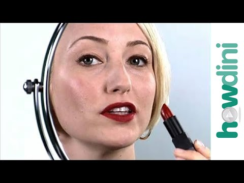 Red lips tutorial - How to apply red lipstick
