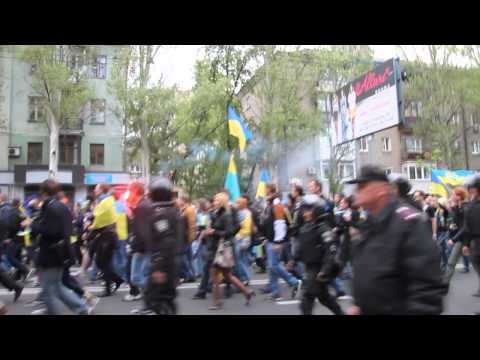 Donetsk Demo - April 28th - 2 minutes before violence