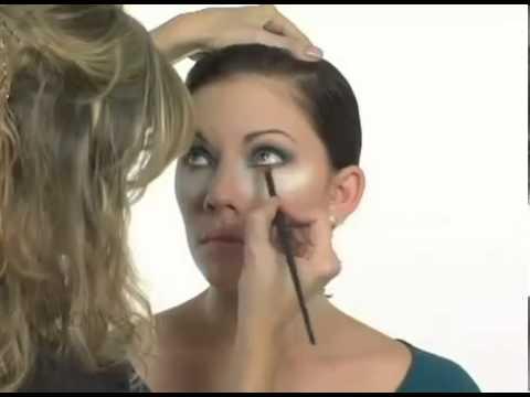 Aprende a maquillarte con colores llamativos.Curso maquillaje profesional online Claudia Betancur