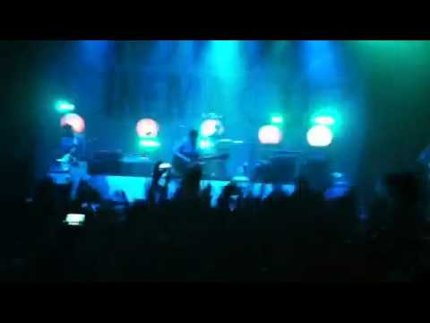 Two Door Cinema Club – something good can work (Live @ the Warfield)