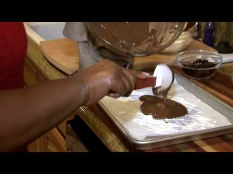 Valentine&#8217;s Day Recipe &#8211; Homemade Chocolate Bark (Cooking at Home with Carolyn)