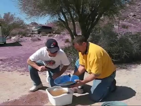 How to Pan for Gold, How to use a gold pan, Gold Panning