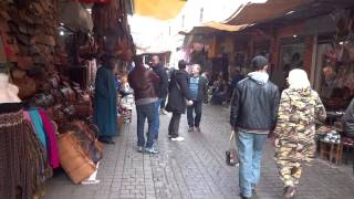 Morocco: Walking in Souk, Marrakech  モロッコ:マラケシュのスークを歩く