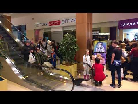 """Эвакуация людей из """"Изумрудного города"""" в Томске"""