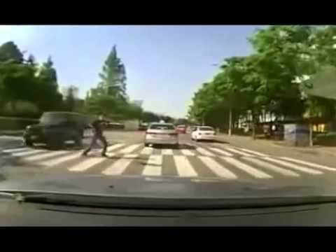 Подстава на пешеходном переходе