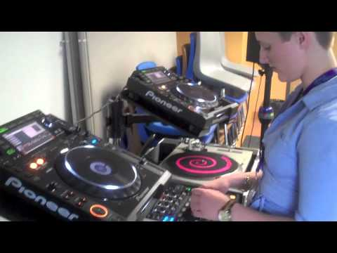 How to Operate Club DJ Equipment
