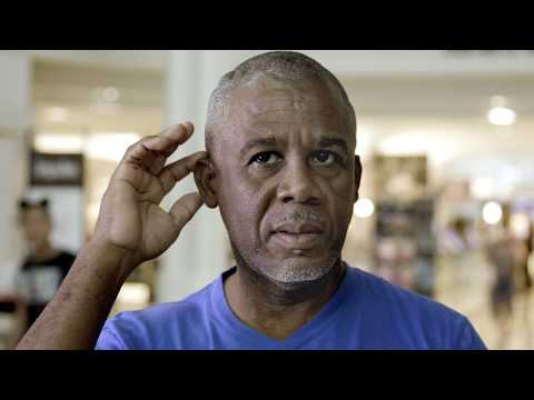 Hands-free phone calls with Phonak Audéo™ B-Direct hearing aids - Street Interviews