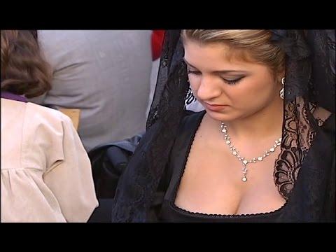 Quedan prohibidas las faldas cortas, escotes y vestidos ceñidos en la Semana Santa de Alicante