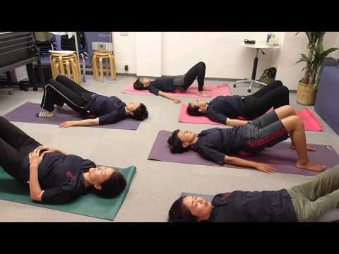 骨盤ボールヨガ 腰痛改善 腰のストレッチ マッサージスクール日本ボディーケア学院