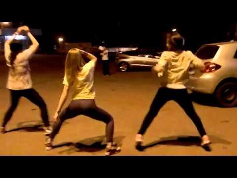 kak-tantsuet-zhopami-video