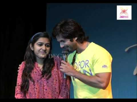 A Cute Girl Propose Shahid Kapoor On Sophia College In Mumbai-promotion Of Ppnh video