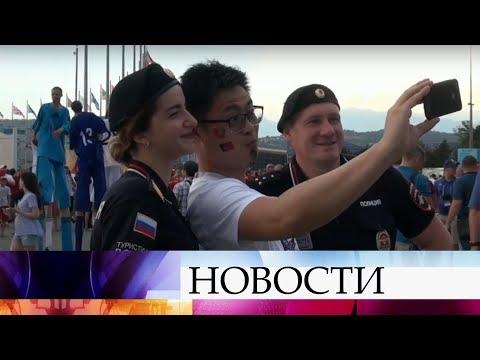 Иностранные болельщики отмечают профессионализм и дружелюбие российских полицейских.