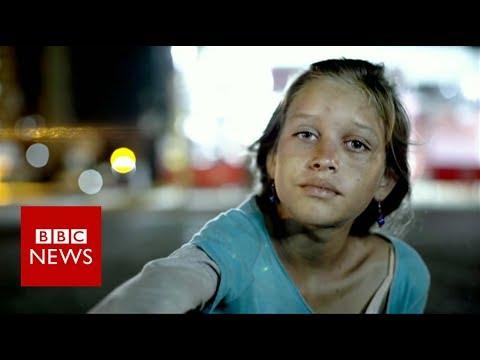 Venezuela: Mothers giving away babies  - BBC News